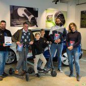 Strahlende Gewinner am E-Mobilitätstag