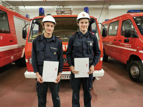 """Christof Salcher und Markus Watzenegger absolvierten die """"kleine Feuerwehrmatura"""" mit Bravour. OF Röthis"""