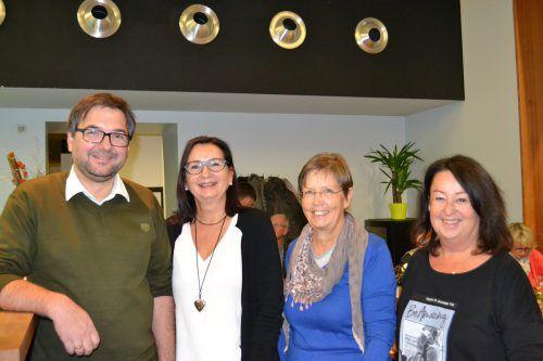Christof Thöny (Obmann Geschichtsverein), Brigitte Truschnegg (Moderatorin), Maria Rinner (frühere Hebamme) und Carmen Reiter (Geschichtsverein Bludenz). BI