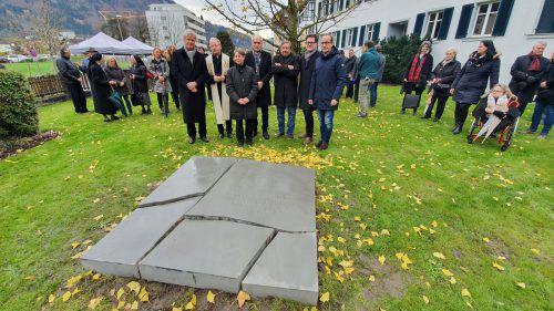 Das Denkmal von Udo Rabensteiner wurde beim ehemaligen Altenheim feierlich geweiht. Stadt