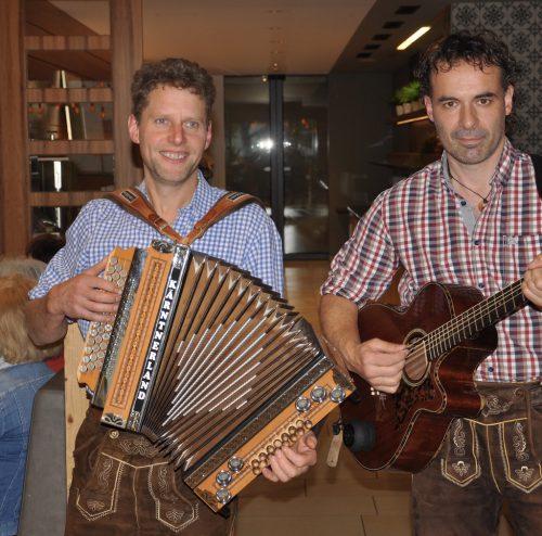 """Das Duo """"Sowieso"""" sorgte für Stimmung. sb bregenz"""