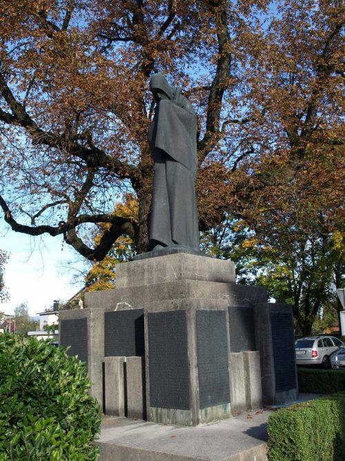 Das Kriegerdenkmal erinnert auch an hundert kriegsverschollene Lustenauer.gemeinde