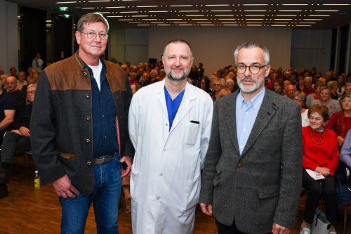 Das Referenten-Dreigestirn eines spannenden Abends v.l.: OA Rainer Mathies, Primar Manfred Cejna und Primar Wolfgang Hofmann.vn/lerch