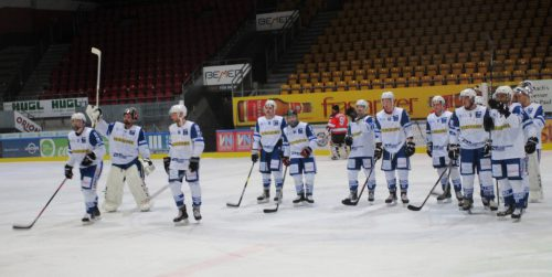 Das siegreiche Team nach dem Spiel.EHC montafon