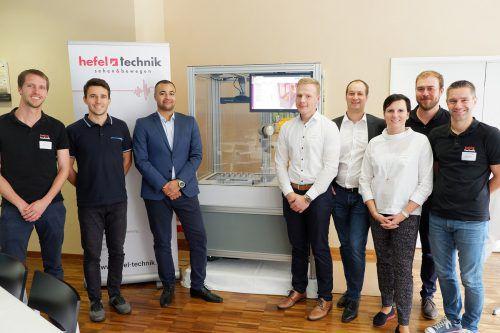 """Das traditionelle Eventfrühstück der Firma Hefel Technik fand heuer unter dem Motto """"3D Bin Picking- Roboter sehen und verstehen!"""" statt. Das Dornbirner Unternehmen ist Spezialist für Engineering im Bereich der Automatisierungstechnik."""
