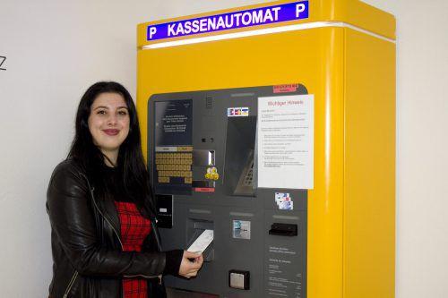 Den Kassenautomat braucht man in der Tiefgarage am Jahnplatz immer noch: Parkschein muss aber keiner gelöst werden. Franc