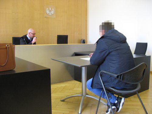 Der 31-jährige Angeklagte vor Richter Richard Gschwenter wird beschuldigt, mehrere Mitarbeiter der Lecher Skilifte bestohlen zu haben. eckert