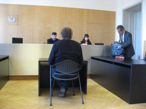 Der Angeklagte vor Richter Martin Hinteregger. EC