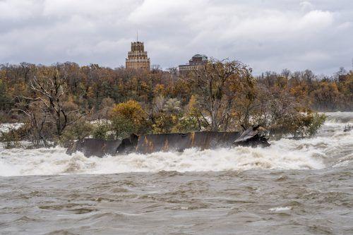 """Der """"Eiserne Kahn"""" gehört bei Niagara-Touristen zu den beliebten Fotomotiven. AP"""