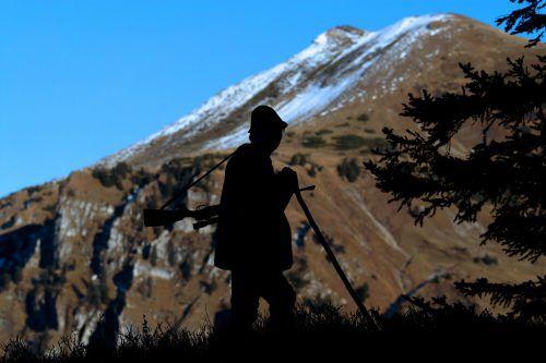 Der Jäger hatte sich vom Aufseher getrennt und war allein unterwegs. symbol/Berchtold