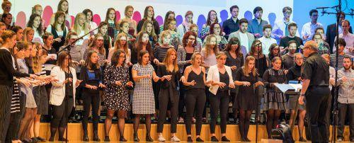 Der Landesjugendchor Voices hat heuer beim internationalen Wettbewerb in Dubrovnik mehrere Preise gewonnen. In der Weihnachtszeit finden zwei große Konzerte statt. Stiplovsek