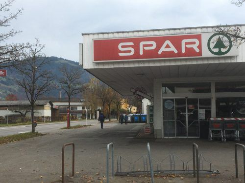 Der Lebensmittelmarkt im Rohrbach wird abgerissen und an derselben Stelle neu gebaut. VN/pes