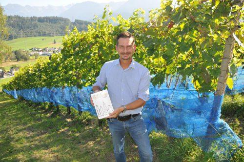 Der Nebenberufswinzer Gert Markowski hat das Fachmagazin Vinaria Weinguide überzeugt. Das Ergebnis: zwei Kronen.Christof Egle