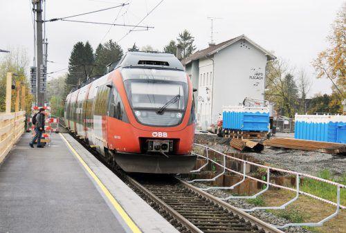 Der provisorische Bahnsteig Süd beim Bahnhof Hard bleibt bis September 2020 bestehen. ajk