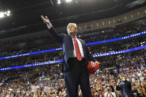 """Der US-Präsident hat die Vorwürfe stets von sich gewiesen und spricht von einer """"Hexenjagd"""".AP"""