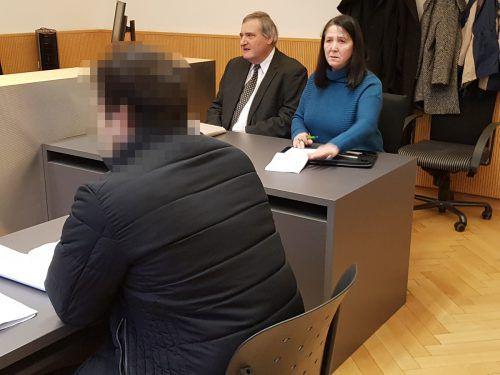 Der Verurteilte zeigte sich nicht geständig und will den Schuldspruch (15 Monate Haft) mit allen zur Verfügung stehenden rechtlichen Mitteln bekämpfen. Eckert