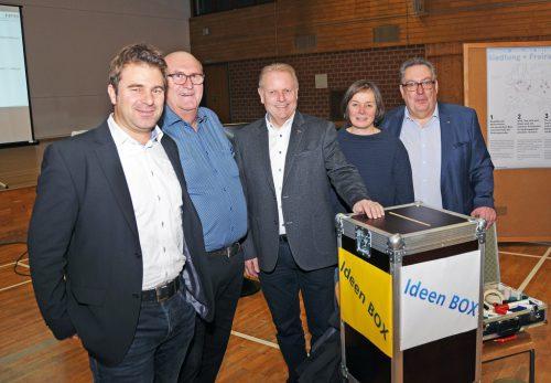 DI Ulrich Blanda, DI Gerhard Moser, Bürgermeister Ernst Blum, DI Geli Salzmann und Dr. Wolfgang Herburger (von links). AJK