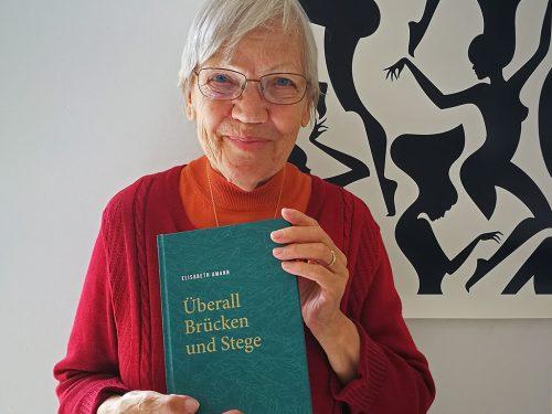 Die Autorin Elisabeth Amann mit ihrer Lebensbilanz. STudio Mint