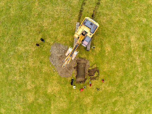 Die Behörden nehmen die anonyme Anzeige ernst. Ein knappes Dutzend Experten hat sich gestern an der Suche nach illegal vergrabenem Müll beteiligt.VN/Lerch