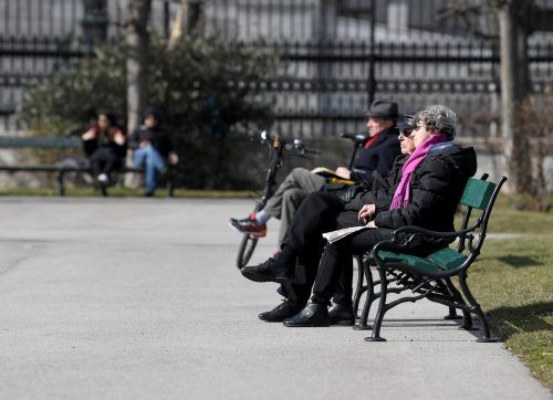 Die Bevölkerung im Alter von 65 Jahren und darüber wird an Gewicht gewinnen. apa