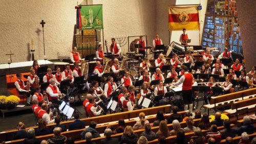 Die Bürgermusik spielte bei ihrem Herbstkonzert in der St.-Josef-Kirche. Thematisch stand das Wasser im Fokus. egle