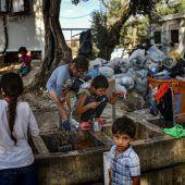 Griechenland schließt drei Flüchtlingslager