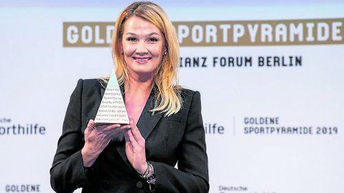 Die ehemalige Weltklasse-Schwimmerin Franziska von Almsick wurde in Berlin mit der goldenen Sportpyramide für ihr Lebenswerk ausgezeichnet.Gora/dpa