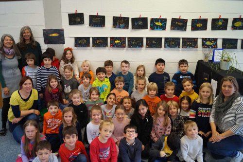 Die Kinder der Musikvolksschule Bregenz Stadt mit ihren Werken.MVS Bregenz Stadt