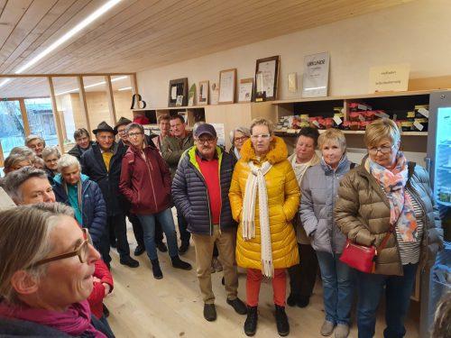 Die Krumbacher Senioren besichtigten den Biohof Lingenhel in Doren. sb krumbach