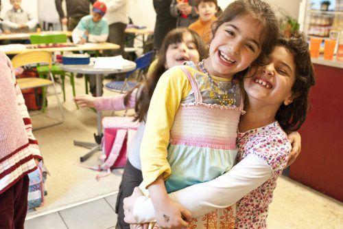 Die Lerncafés bieten wertvolle Hilfe und sind zudem ein Ort der Geborgenheit. Caritas