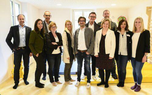 Die Vertreter von Stadt und Land sowie des Zwergengartens freuten sich gemeinsam mit F.M. Hämmerle über die gelungene Eröffnung. veranstalter