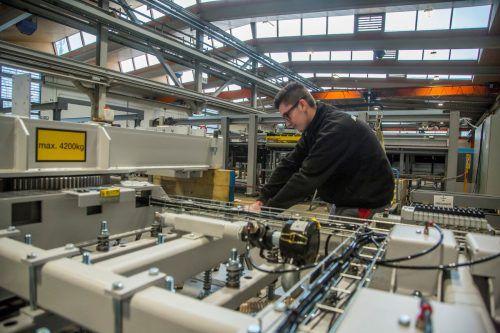 Beim Schwarzacher Anlagebauer IMA Schelling wird der Betrieb ab 1. April auf Kurzarbeit umgestellt.VN/Paulitsch