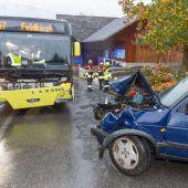 Alkoholisiert mit Pkw gegen Landbus geschleudert