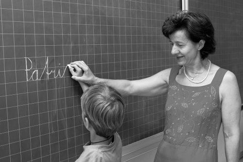 """Eindrücke aus 35 Jahren in 500 Fotografien – im Fokus fast immer der Mensch. Mit """"Gisingen – Bilder eines Dorfes"""" kann man sich durch die Dorfgeschichte blättern. Josef Güfel"""