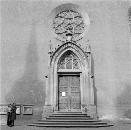 Eines der Eingangsportale des Doms St. Nikolaus.