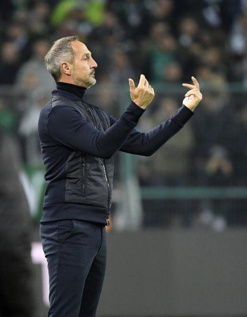 Eintracht Frankfurt-Trainer Adi Hütter hat alle Hände voll zu tun .afp