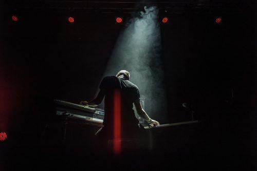 Elektrisierende Klänge, Musik voller Dynamik.mike zenari