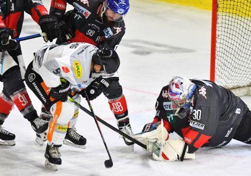 Emilio Romig und seine Kollegen vom Dornbirner EC haben den HC Innsbruck zu Gast. Der Wiener im Dress der Bulldogs war beim 2:1-Erfolg im ersten Aufeinandertreffen für den Siegtreffer verantwortlich. gepa