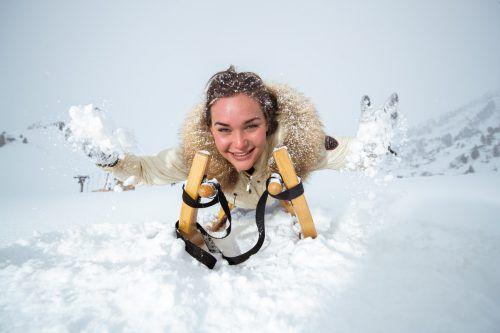 Emily und die weiße Pracht: In der Vergangenheit sind die schneereichen Wintertage im Land aber weniger geworden. VN/Sams