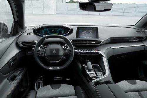 Exklusiv für die Löwenmarke ist das i-Cockpit, mit hoch gesetzten Info-Anzeigen und kompaktem Lenkrad.