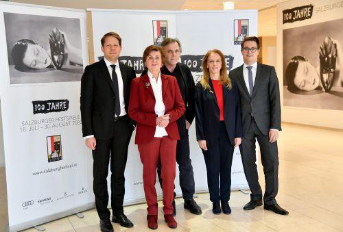 Festspielteam mit Präsidentin Helga Rabl-Stadler und Intendant Markus Hinterhäuser (Mitte). APA