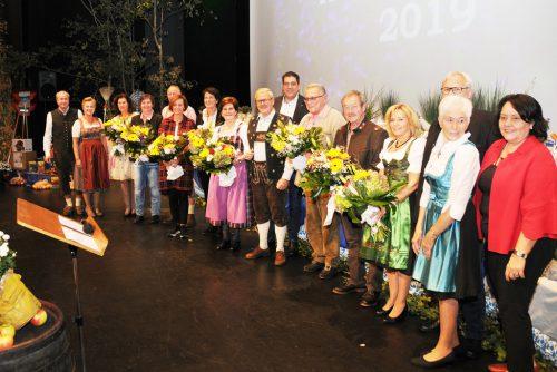 Die besonders erfolgreichen Harder Teilnehmerinnen und Teilnehmer am Blumenschmuckwettbewerb. AJK