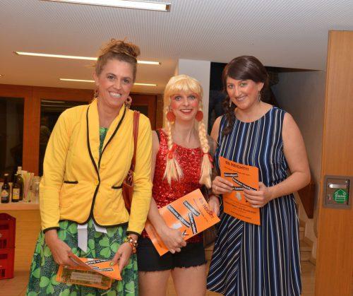 Agathe (Marlene Burtscher), Lotte (Rebecca Fetz) und Karin (Birgitt Wüstner) verteilten Flugblätter.