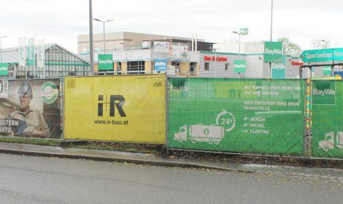 Einkaufen und tanken an einem Ort ist das Motto für eine Tankstelle, die bei der BayWa in Lauterach derzeit im Bau ist. STRAUSS