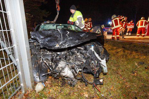 Aus diesem Autowrack wurde Nicole (siehe kleines Bild) lebend geborgen. Hofmeister