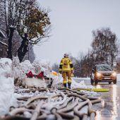 Starkregen und Schnee sorgen für Chaos