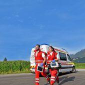 Rotes Kreuz klagt über falsche Alarme, die Rettungsfahrzeuge blockieren. B1
