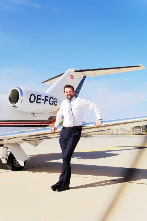 Flugkapitän Marc Philipp Stöckl fliegt mit Privatjets. Valentin Dinkov