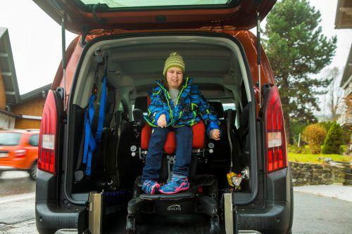 """Für Bettina Simma bringt das neue Auto große Erleichterungen. Die """"Ma hilft""""-Familie hat zur Finanzierung beigetragen. VN/PAULITSCH"""