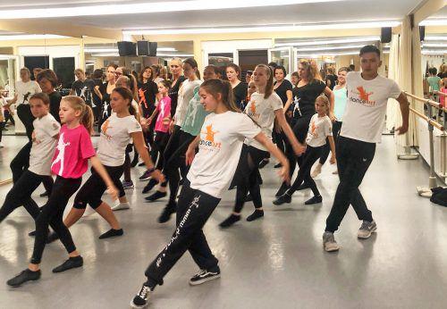 Für den heutigen Flashmob wurde fleißig geprobt. Vorarlberger Kinderdorf kronhalde